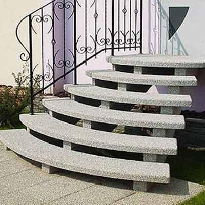 Beton Treppe, halbrunde Stufen