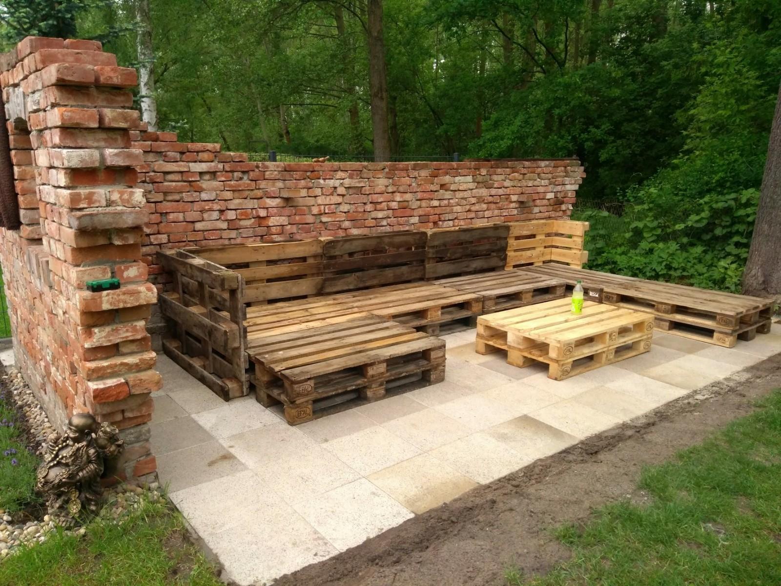 Ziegelsteine Historisch Zum Mauern Fur Dekowande Im Garten Mit